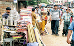 Post image for Cuttack vendors suffer in absence of vending zones