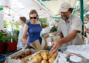 Post image for Loyal customers drive Farmers Market success